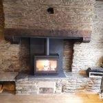 Mise en œuvre d'un insert au bois dans une ancienne cheminée.